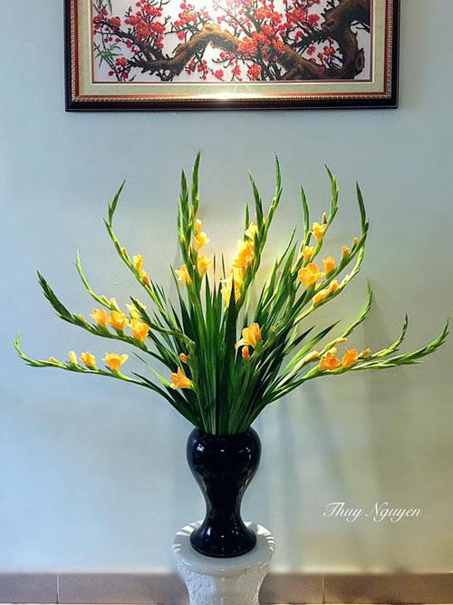 lọ cắm hoa lay ơn