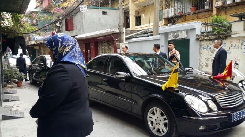 Đoàn xe bộ trưởng Brunei tới thăm showroom Gốm Lam