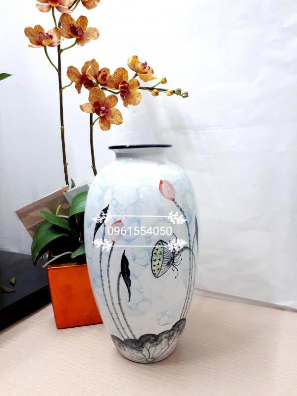 Lọ hoa vẽ sen độc quyền tặng sếp, đối tác