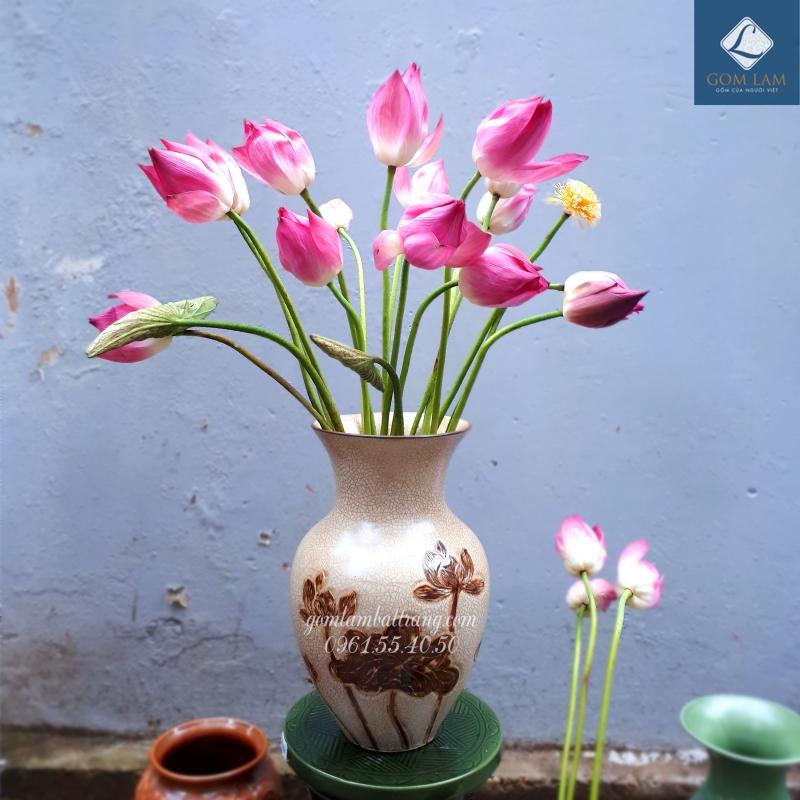 Lọ hoa khắc nổi xoài nhỏ vàng vẽ nâu Gốm Lam Bát Tràng cắm hoa sen