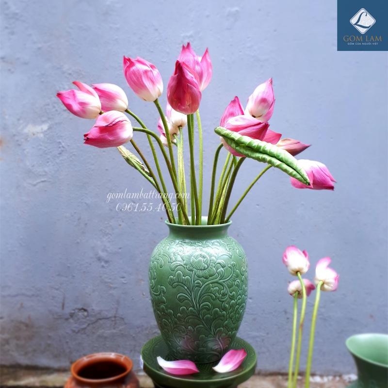 Lọ hoa khắc nổi vò đại xanh ngọc Gốm Lam Bát Tràng cắm hoa sen