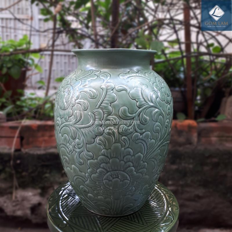 Lọ hoa khắc nổi vò đại xanh ngọc Gốm Lam Bát Tràng