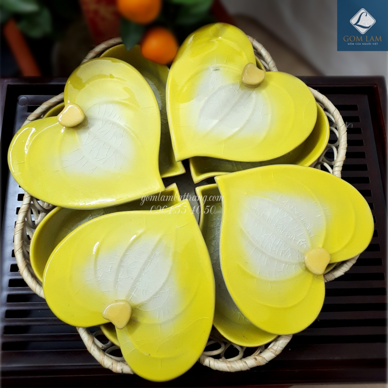 Khay mứt tết gốm sứ bát tràng lá trầu vàng