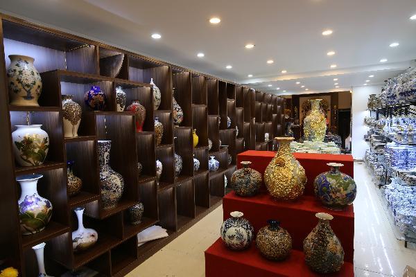 Gom-Lam-Bat-Trang-Showroom
